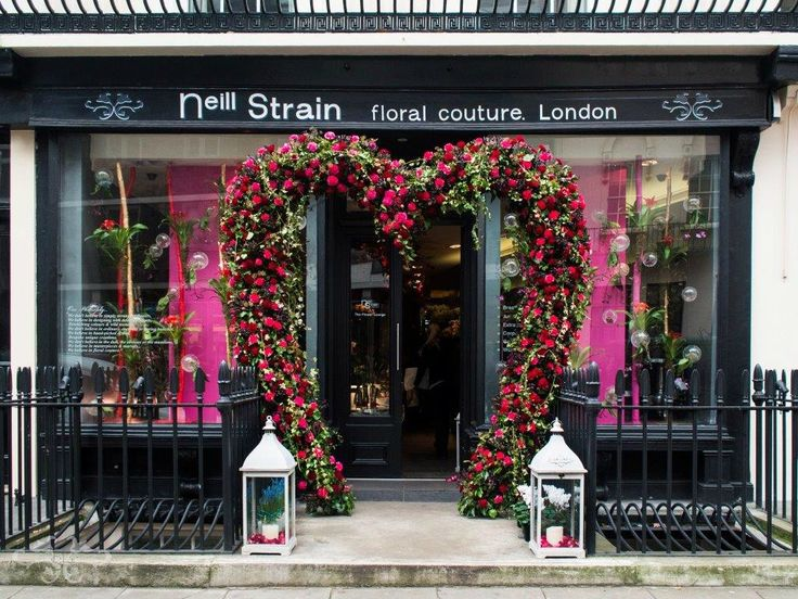 Neill Strain's floral installation at The Flower Lounge, Belgravia, for Valentine's Day