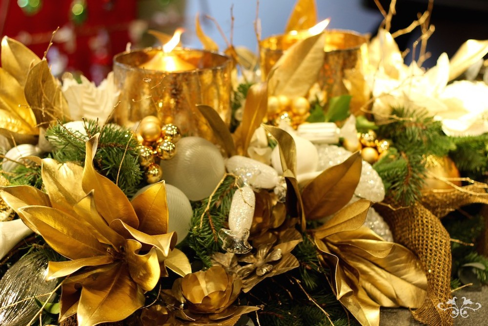 Bright gold with crisp white create a strong contrast and a striking design