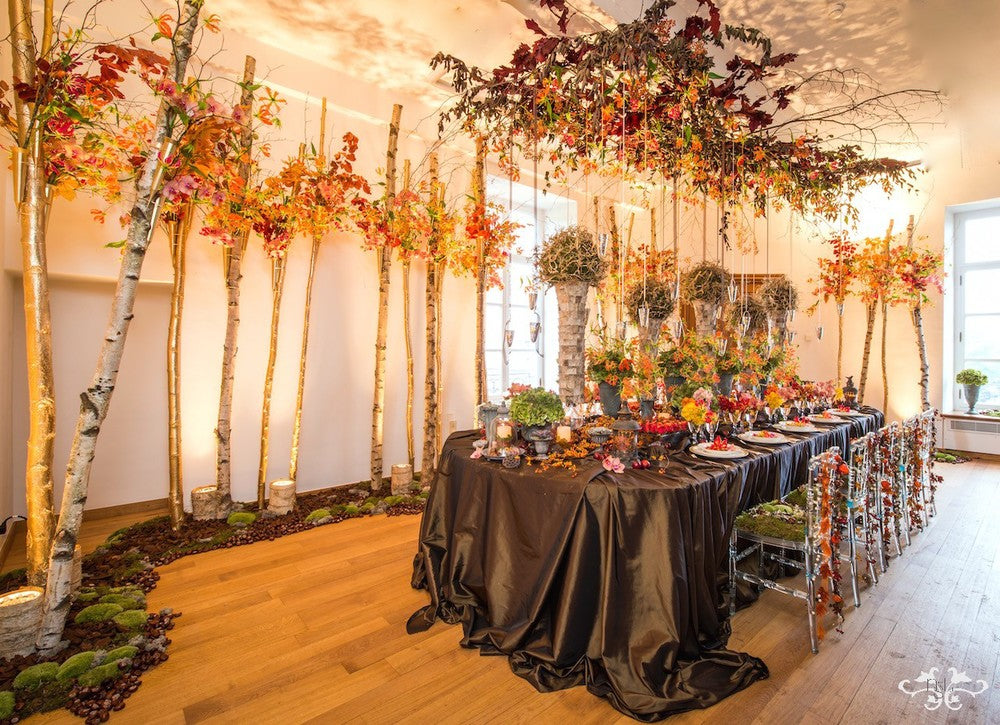 Autumnal table setting combining an organic and opulent style.