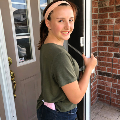 girl with reusable pad in her pocket leaving the house