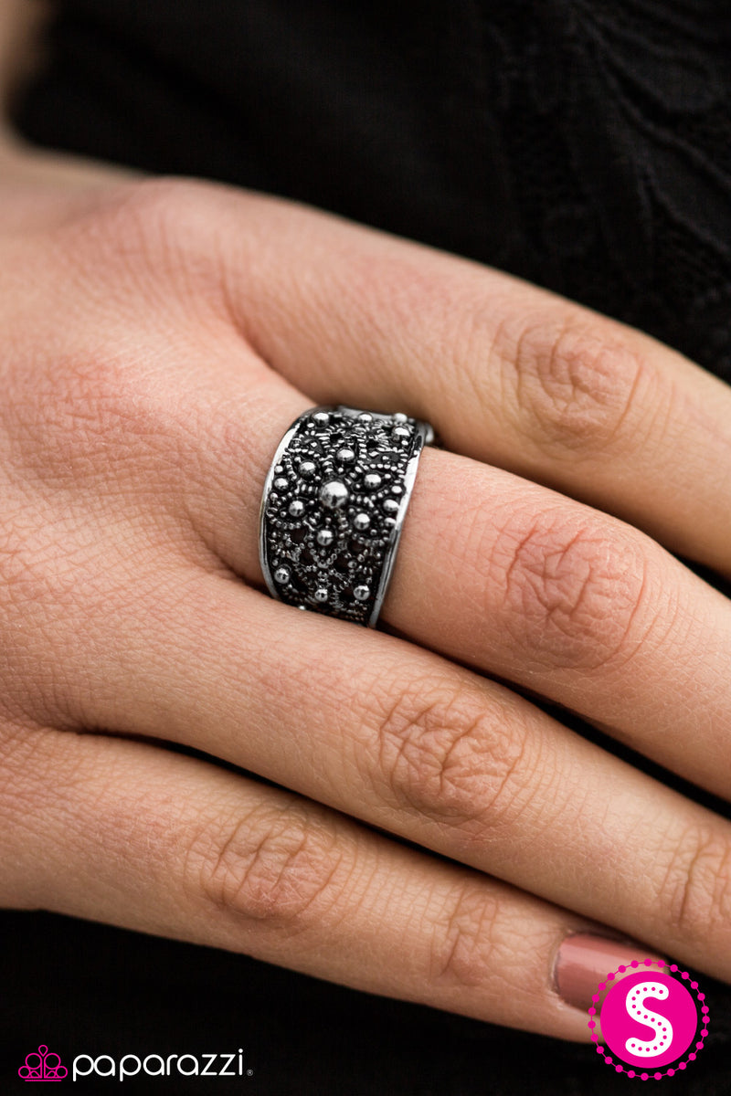 five-dollar-jewelry-i-must-have-flowers-silver-ring-paparazzi-accessories