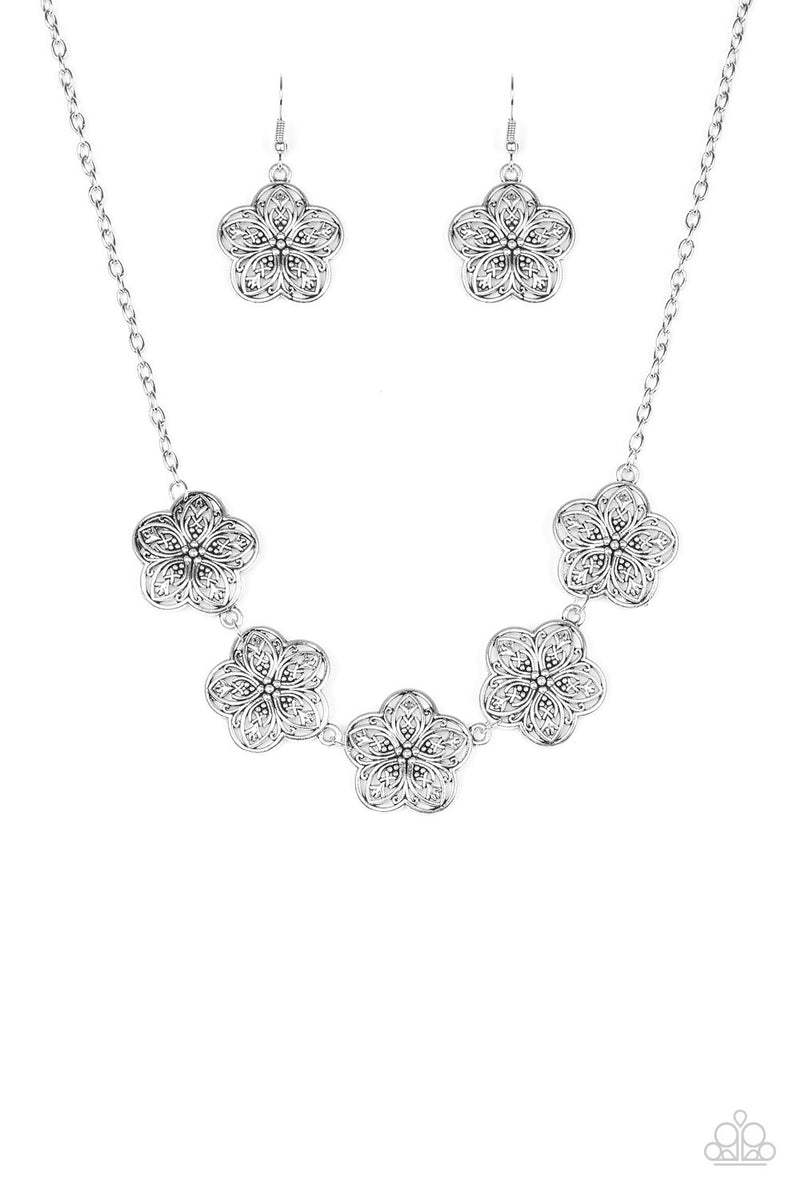 five-dollar-jewelry-garden-groove-silver-necklace-paparazzi-accessories