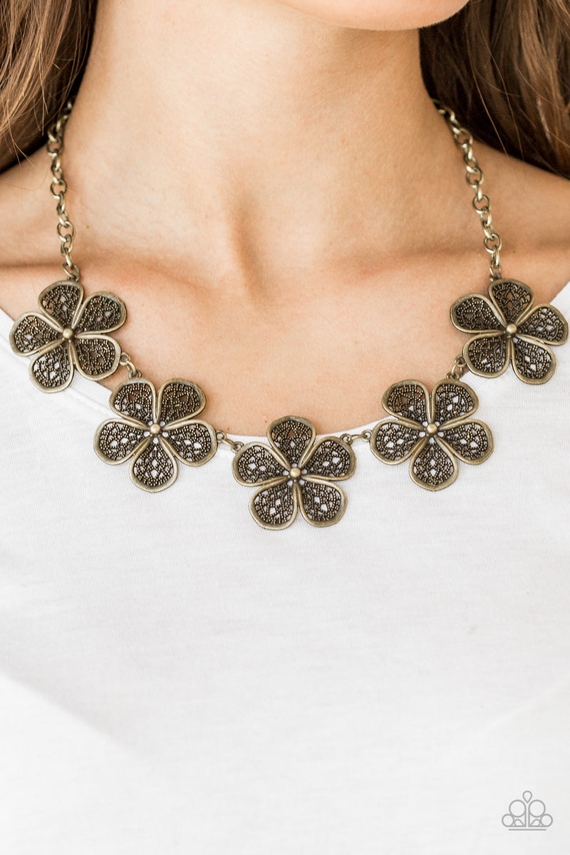 No Common Daisy - Brass Necklace - Paparazzi Accessories