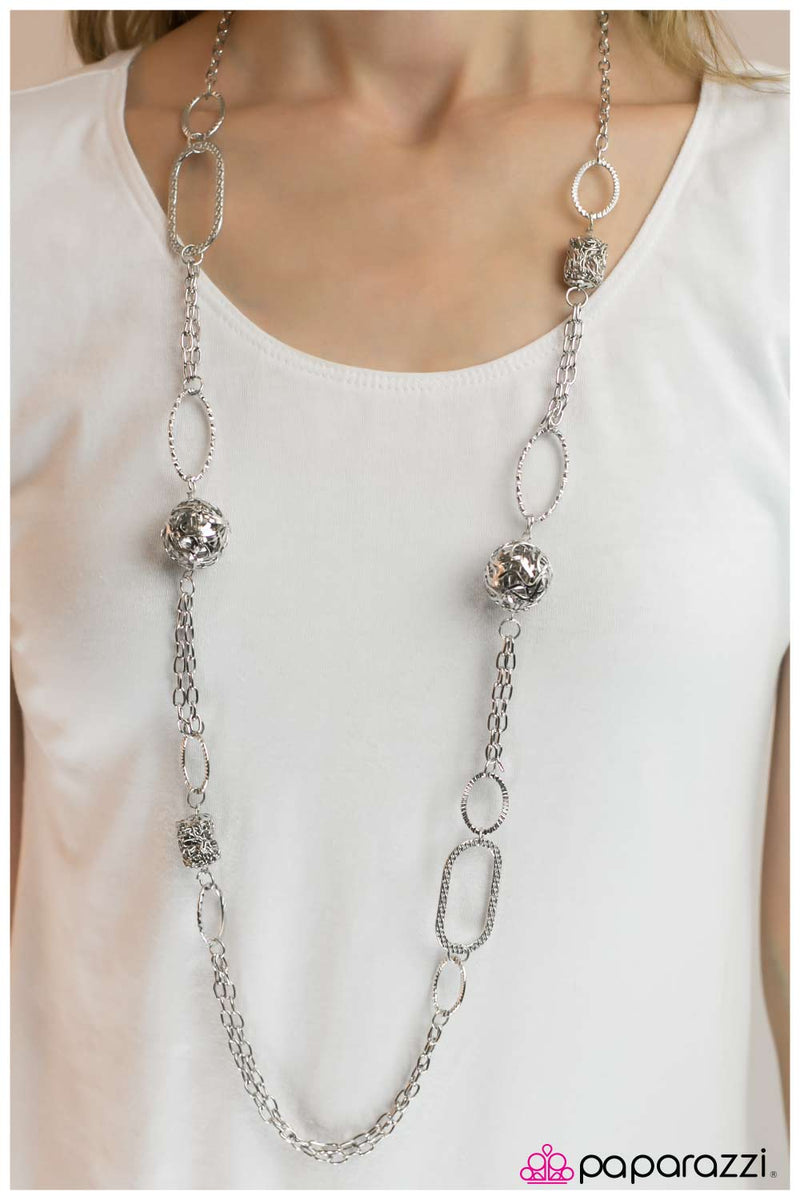 five-dollar-jewelry-totally-twisted-silver-necklace-paparazzi-accessories
