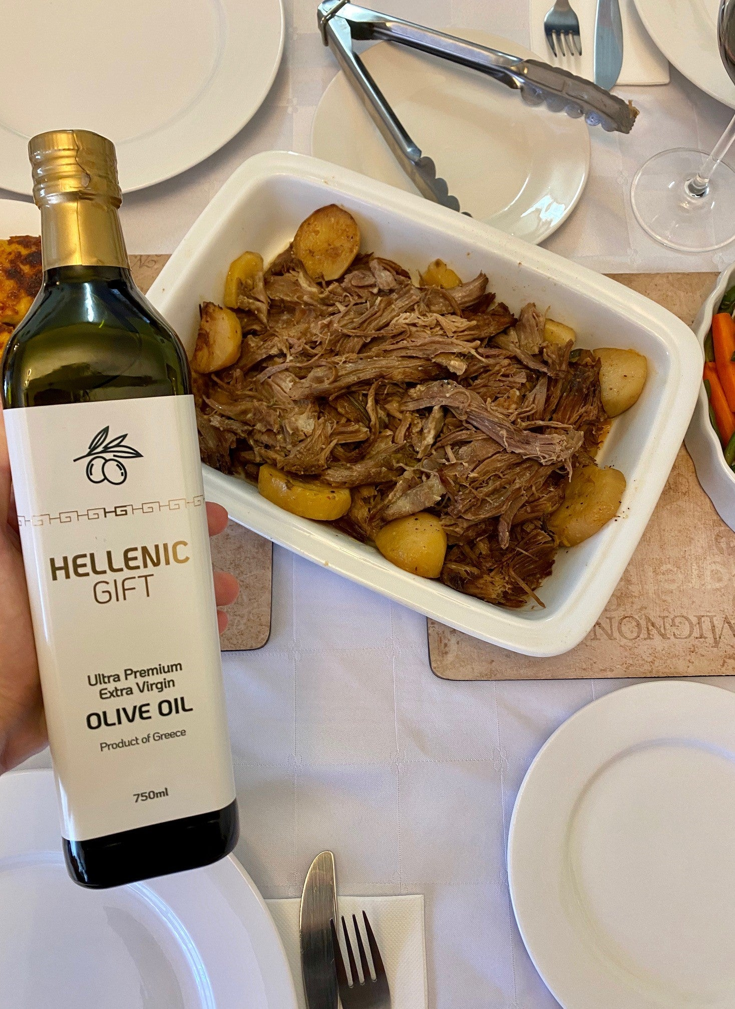 Load image into Gallery viewer, Delicious Roast Beef with Potatoes and Hellenic Gift Olive Oil