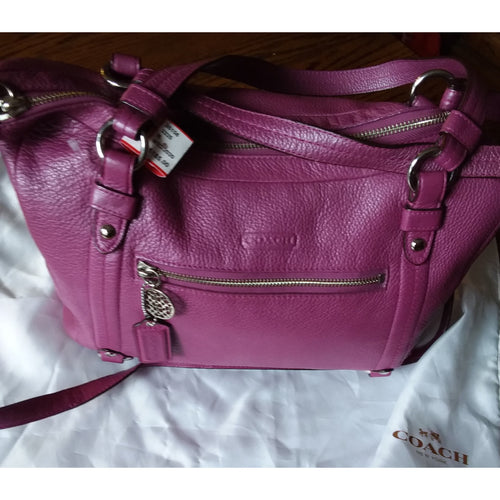 Coach fusia pebbled leather