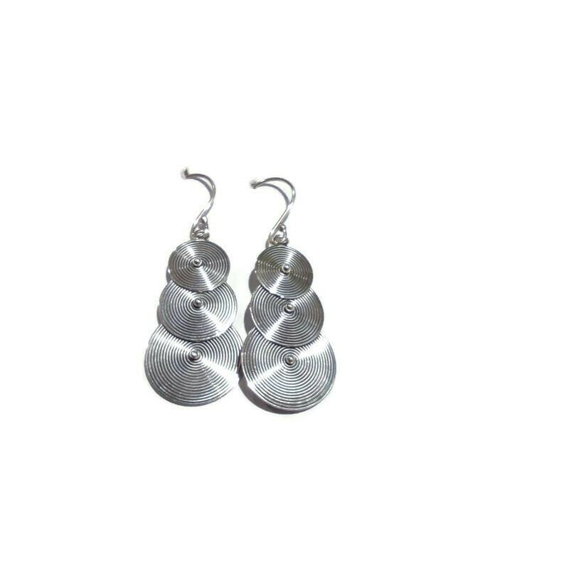 Design Dazzle Hanging Earrings - Pipat Jewelry Online