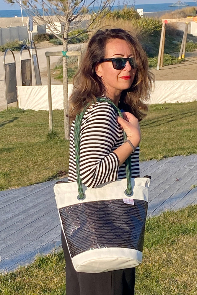 Shoulder bag made from upcycled sails by JM Sails and bags, Lima model presented by Silvia Camangi