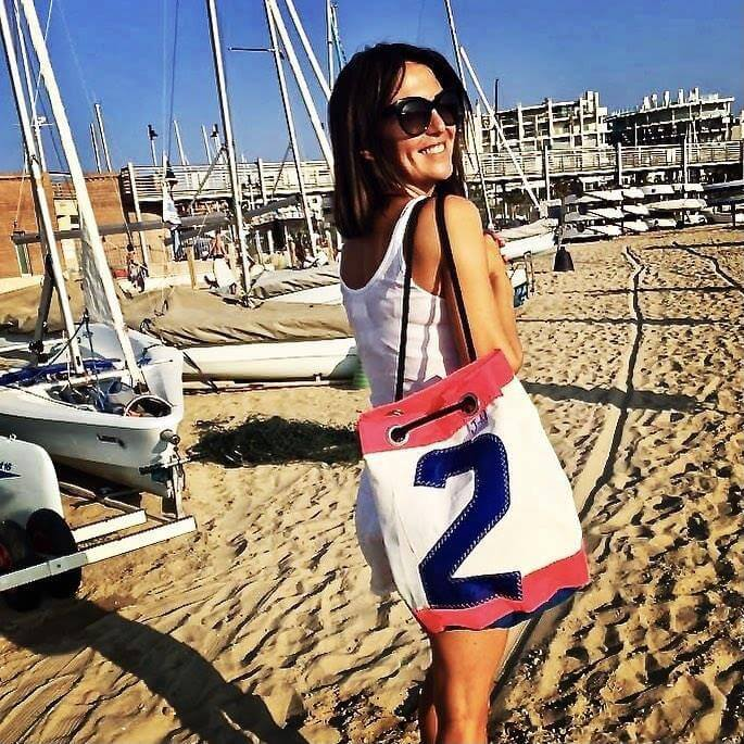 Bucket bag India white / pink with model J-M Sails and Bags