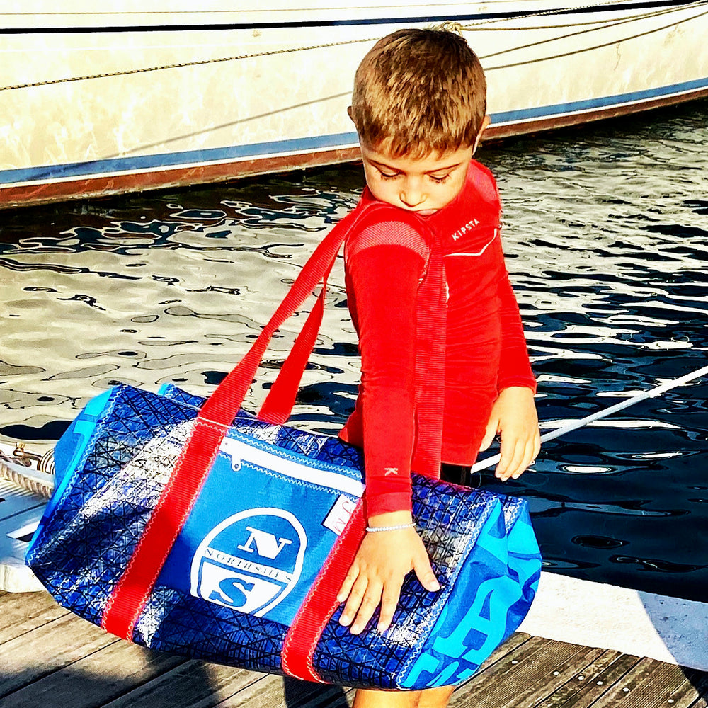 DUFFEL BAG BRAVO MEDIUM, TECHNORA, made from recycled sails by JM Sails and Bags presented by model