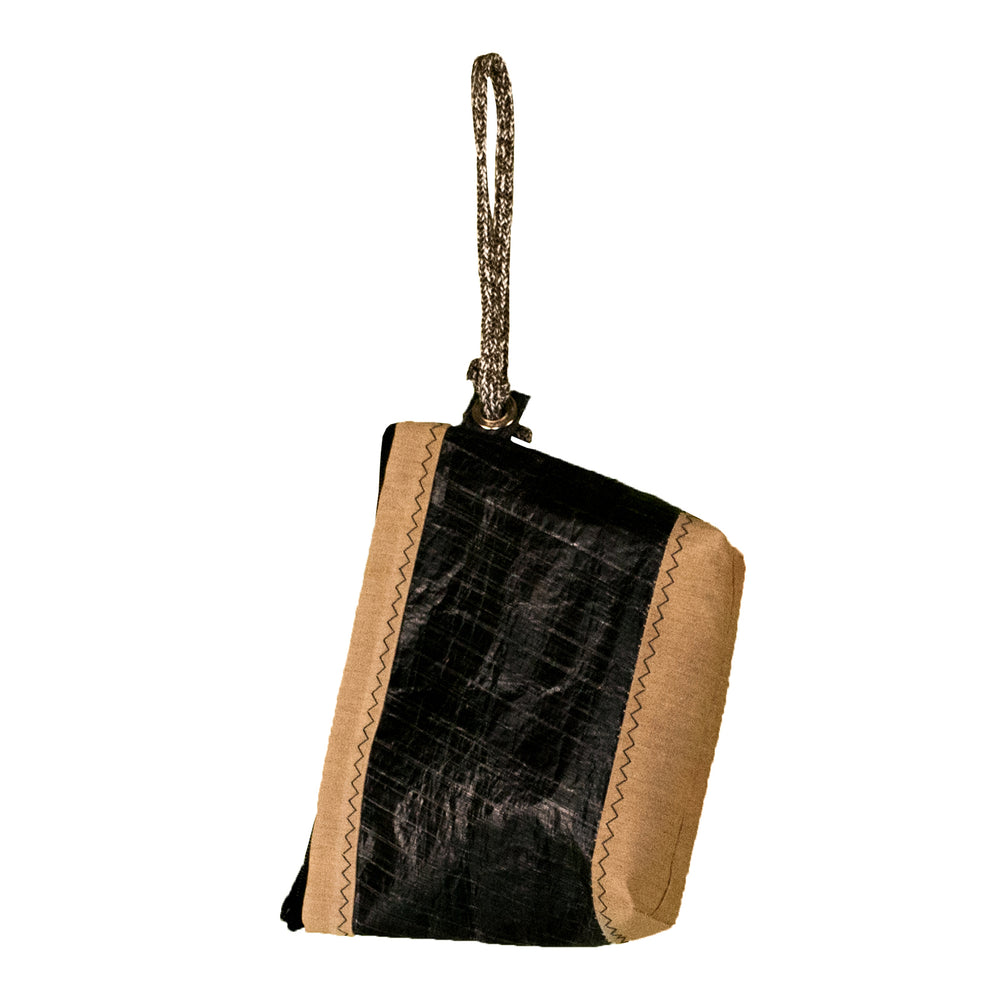 Pouch Hotel, 3Di carbon black, beige, handcrafted from upcycled sails by JM Sails and Bags (BS)
