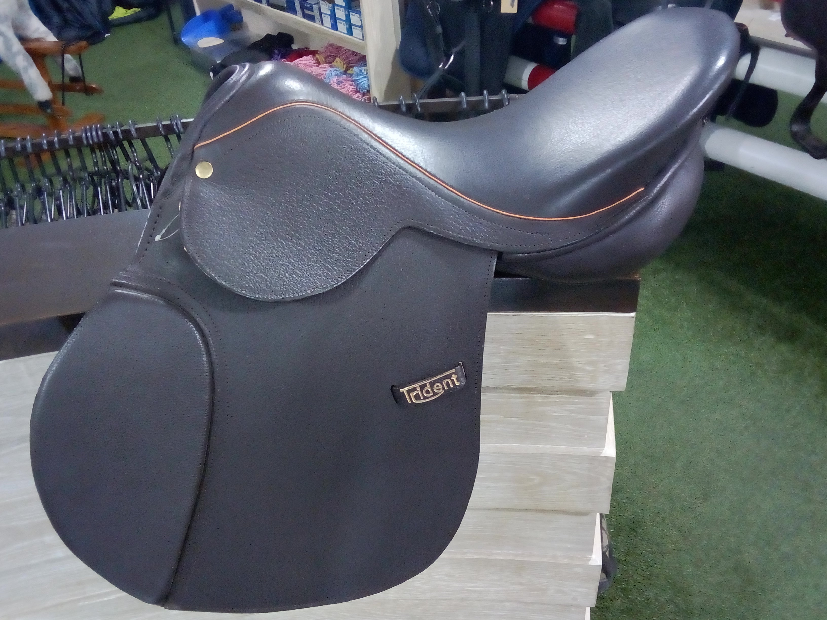 Trident GP 17'' saddle