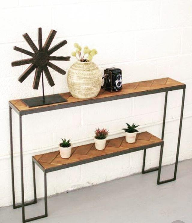 Graptic Console Table