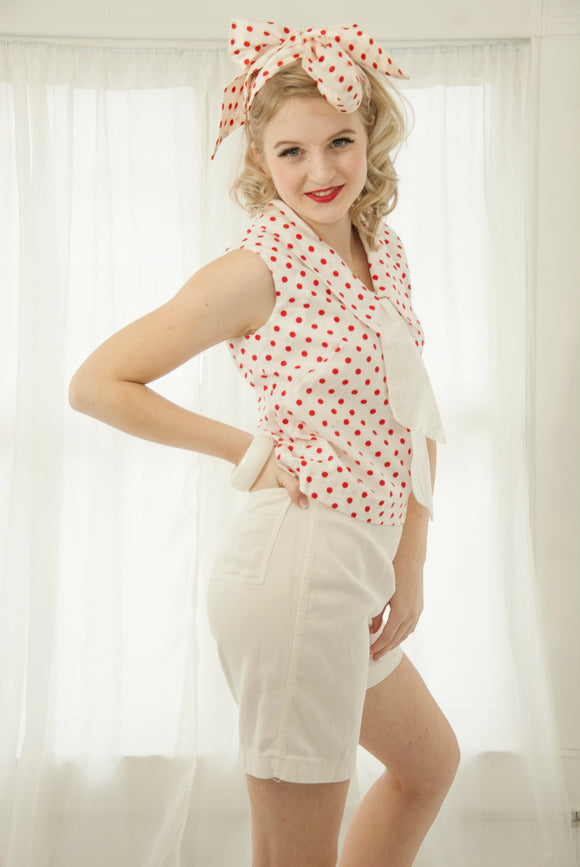 Vintage white red polka dot top, sleeveless cotton dots shirt blouse collar bow 1950s 1960s pin-up summer beach XS