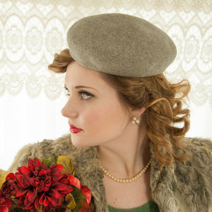 Vintage 1940s gray beret hat, wool, 1950s pin-up tall round medium