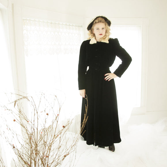 Vintage 1930s black velvet duster coat, ivory white ermine fur collar, long opera formal jacket, Garfield's Victorian XS 1940s
