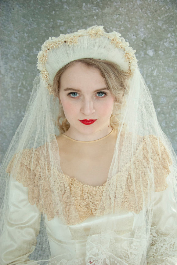 Vintage 1940s wedding veil, floral ivory crown, white netting lace circle ring lace halo 1930s headpiece headband cathedral chapel