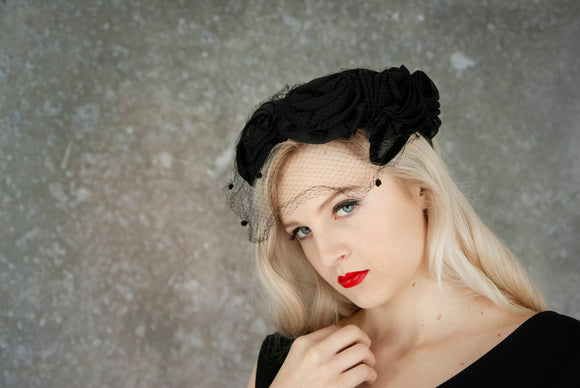 Vintage 1950s black roses hat, formal rosettes headpiece, birdcage veil floral headpiece prom, mid-century pin-up