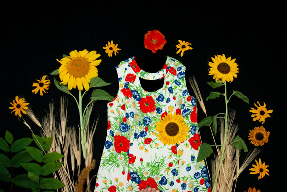 Vintage wildflowers dress, sleeveless red poppies, white daisies colorful floral summer shift, keyhole cotton 1970s retro XL XXL plus size