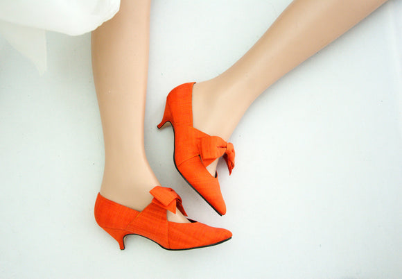 Vintage orange Edwardian-style shoes, pumpkin kitten heels large bows, formal 1900s 1910s costume 1980s 8.5