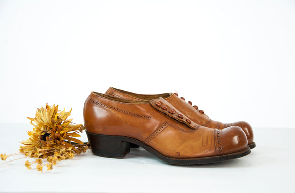 Antique Edwardian shoes, brown genuine leather low oxford heels, closed toe wide, chunky pumps, buttons, 1900s 1910s 9 10