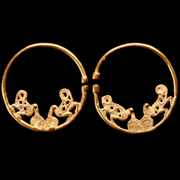 Sinu Gold Round Earrings with Double Birds. X-XIV Century, Colombia