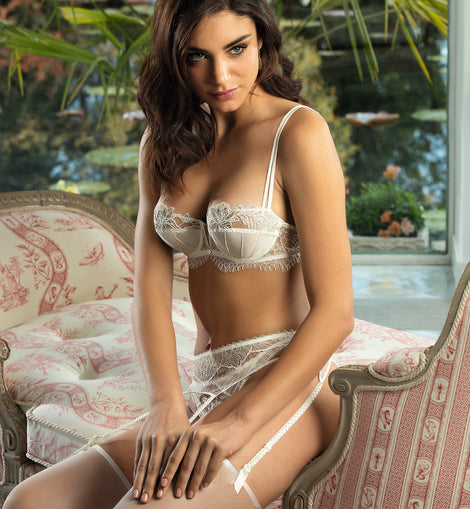 Orchidée Beaute Suspender Belt