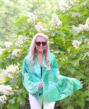 Load image into Gallery viewer, Leafy Green Shawl