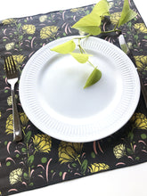 Load image into Gallery viewer, Floral Dinner Napkin Set