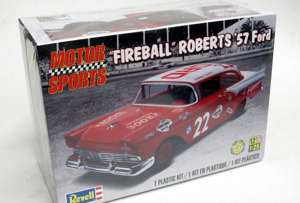 REVELL Fireball Roberts '57 Ford