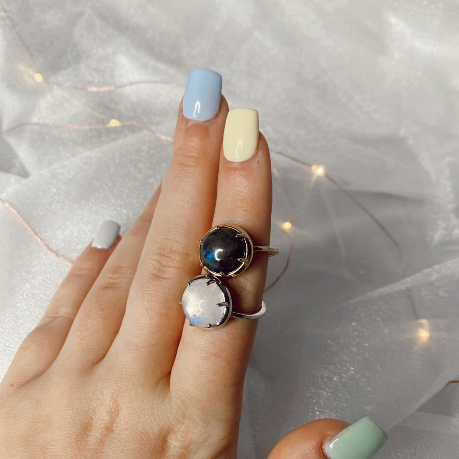 Oval Labradorite Ring in Gold
