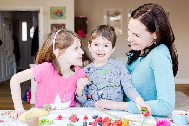 mum with children and healthy food