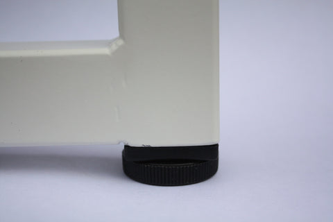 The adjustable feet on the Kanteen bench