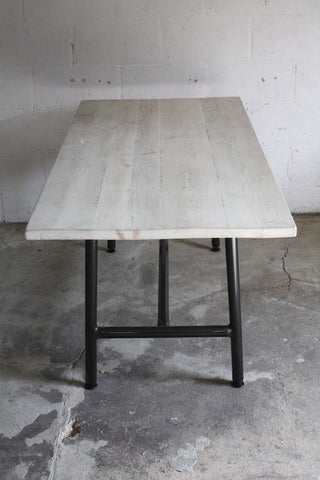 The table has an overhang all round for extra seating options