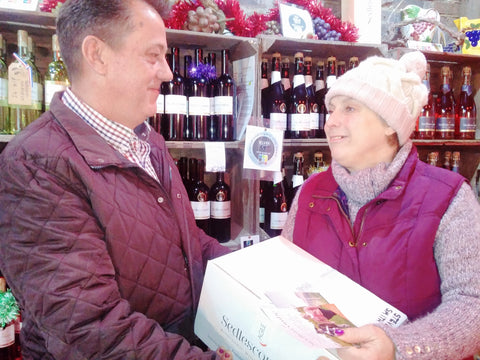 giving-wine-gift