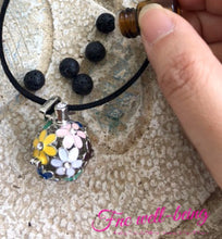 Load image into Gallery viewer, Kalung Diffuser Locket Flower Enamel