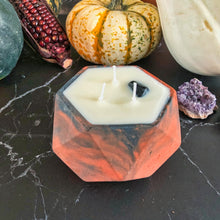 Upload the image to the gallery, October candle