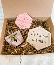 Upload the image to the gallery, Mother's Day box