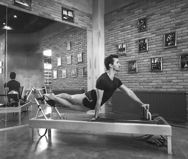 Gratz Gallery | Murat Berkin performing the Snake & Twist on the Universal Reformer