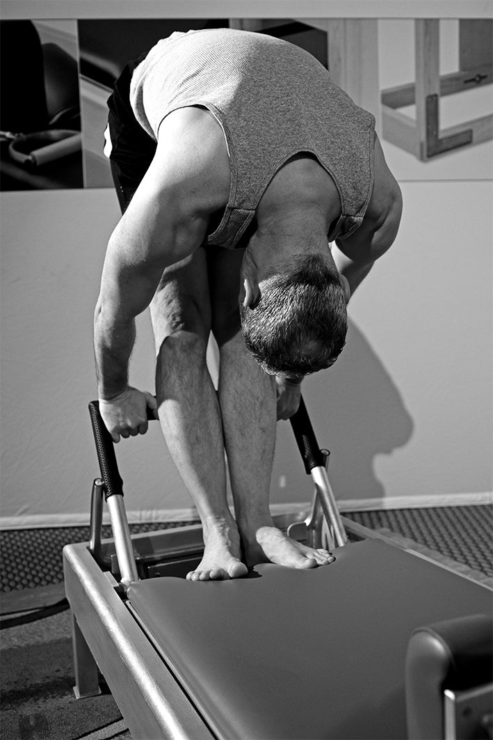 Gratz Gallery | Peter Fiasca performing the Advanced Tendon Stretch exercise on the Universal Reformer