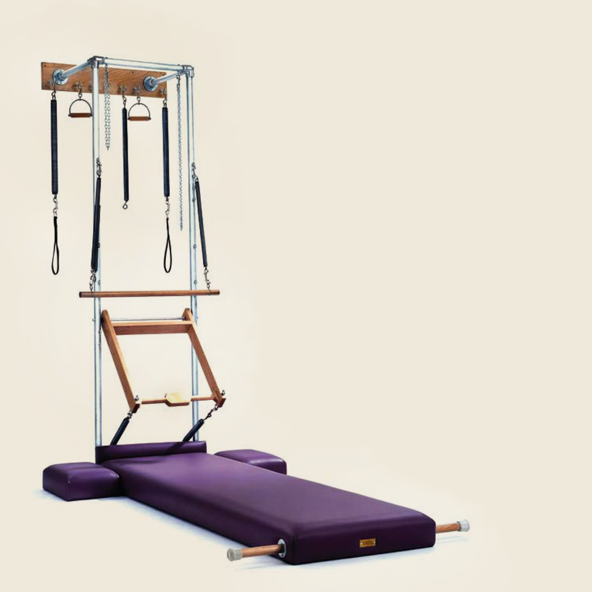 GRATZ PILATES STUDIO WALL UNIT WITH HIGH MAT