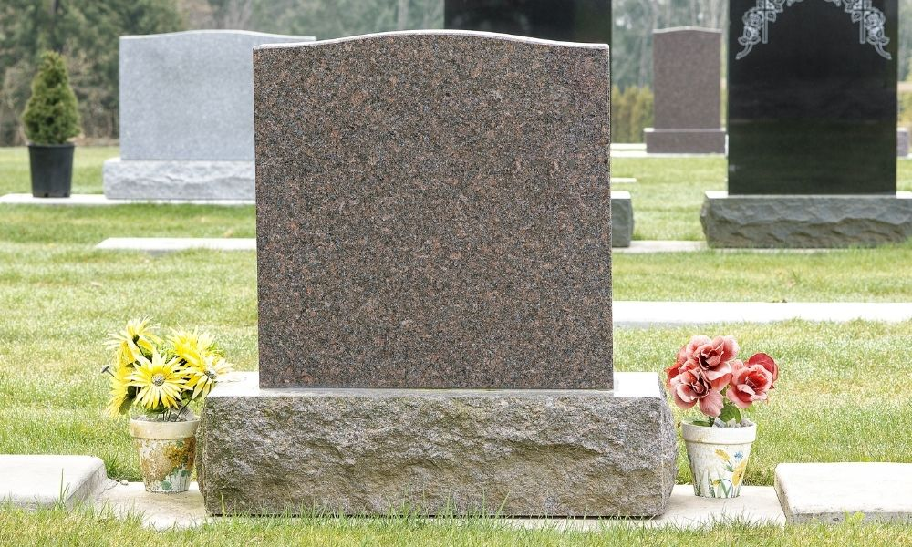 Tips for Designing and Purchasing the Right Headstone