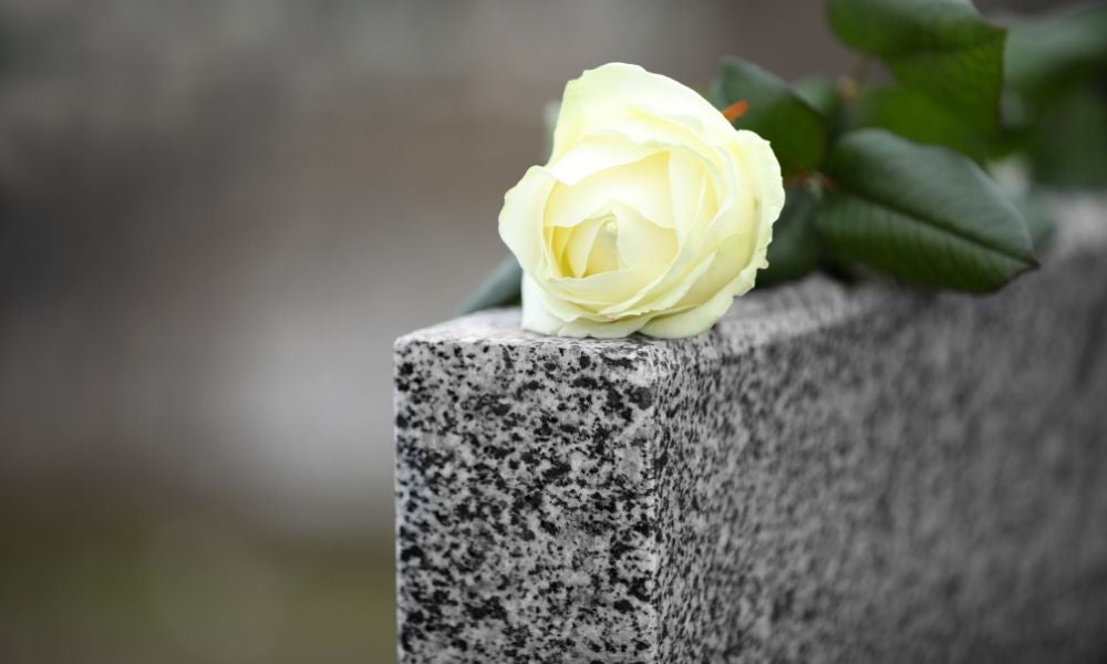 The Different Types of Photos To Place on a Grave