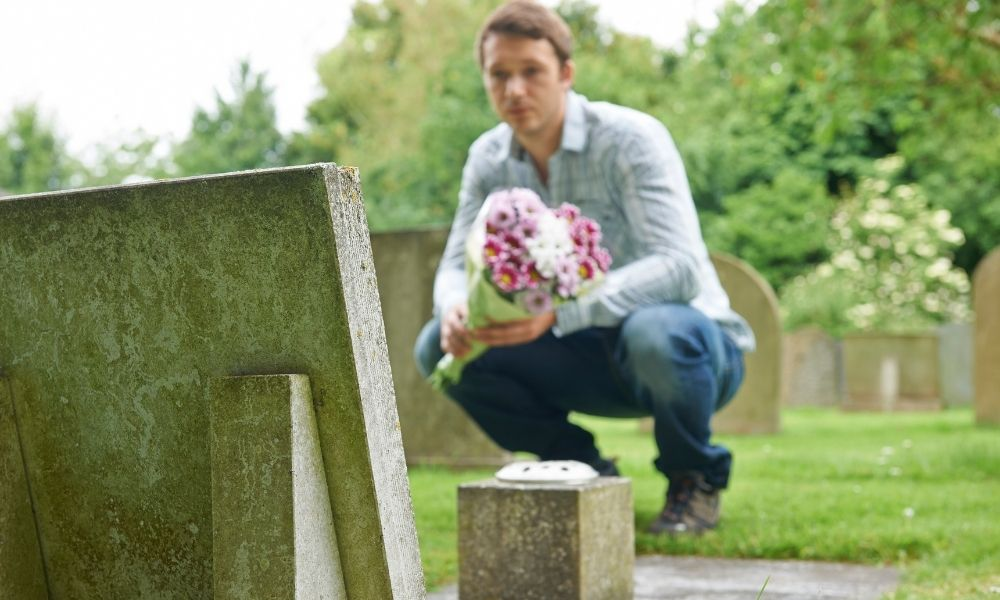 Ways To Pay Tribute to Someone on Their Death Anniversary