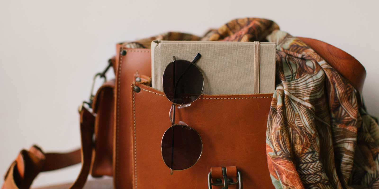 What is the difference between a purse and a handbag?