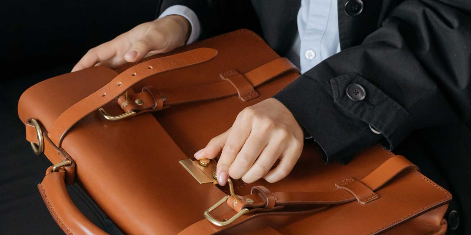 What Is The Difference Between A Satchel And A Shoulder Bag?