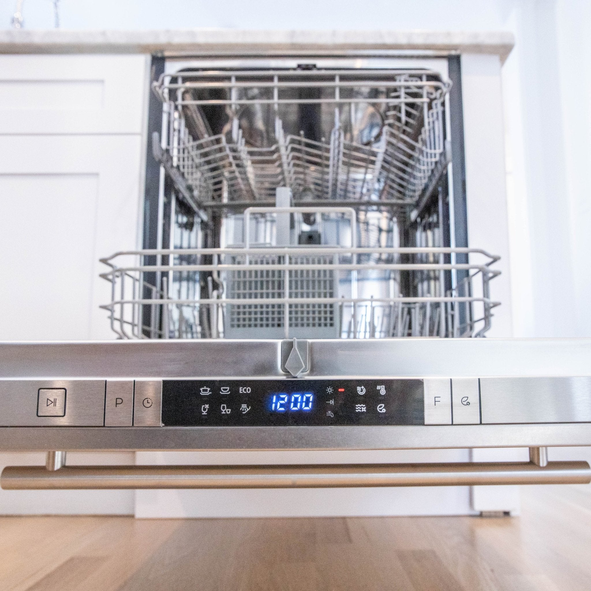 "ZLINE 24"" Top Control Dishwasher with Stainless Steel Tub and Modern Style Handle - Rustic Kitchen & Bath - Dishwashers - ZLINE Kitchen and Bath"