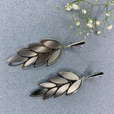 Sleek Leaf Design Dangler