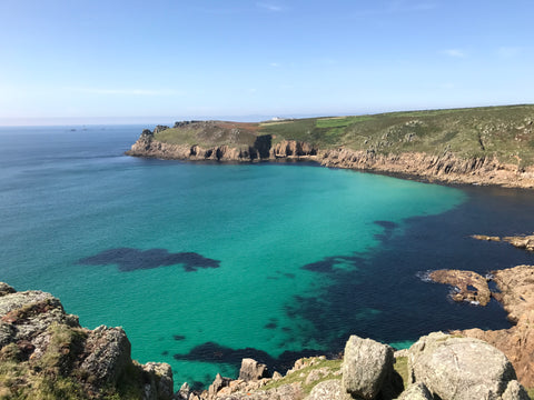 Outdoor swimming location in Cornwall with turquoise blue sea