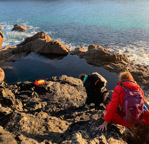 Climbing down to the rock pool